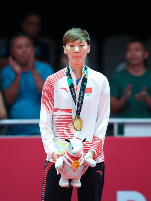 王曼昱在颁奖仪式上