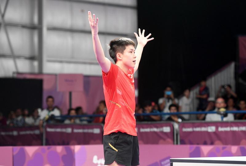 中国选手王楚钦在获胜后庆祝
