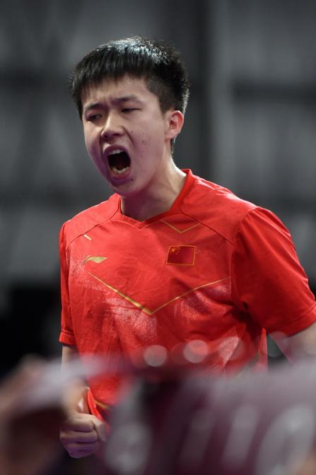 中国选手王楚钦在比赛中庆祝得分