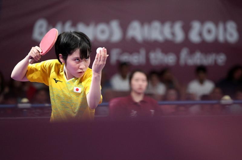 日本選手平野美宇在比賽中發球