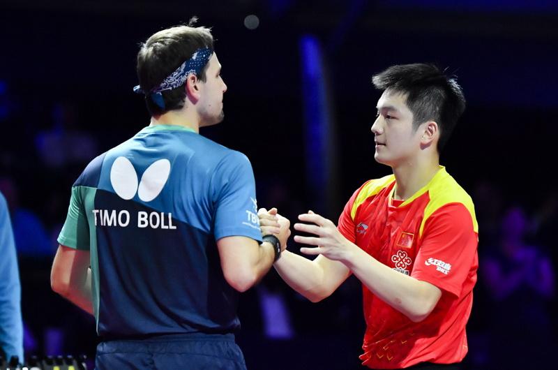 樊振东(右)在赛后和波尔握手致意