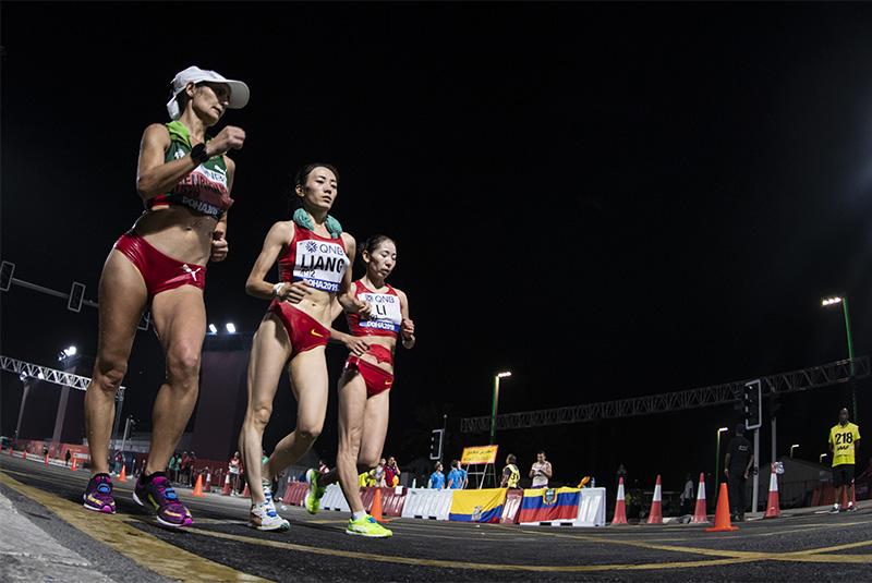 多哈田径世锦赛女子50公里竞走比赛中,中国选手梁瑞以4小时23分26秒的成绩获得冠军