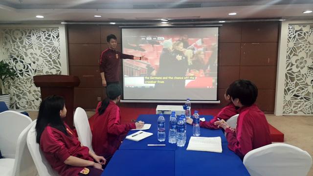 2012年nba东部决赛2008年龄组女足精英球员训练营、女足青训教练员